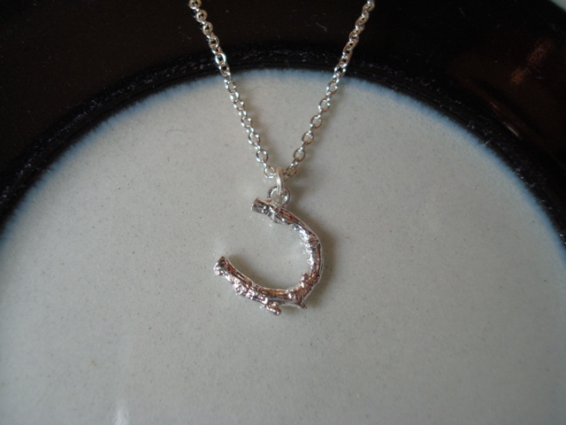 ALEX MONROE Baby Horseshoe Necklace silver
