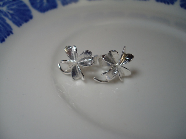 ALEX MONROE Little Clover Stud Earrings