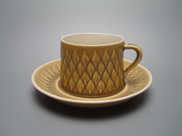 Kronjyden Relief Cup & Saucer 01